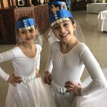 девочки танцоры улыбаются